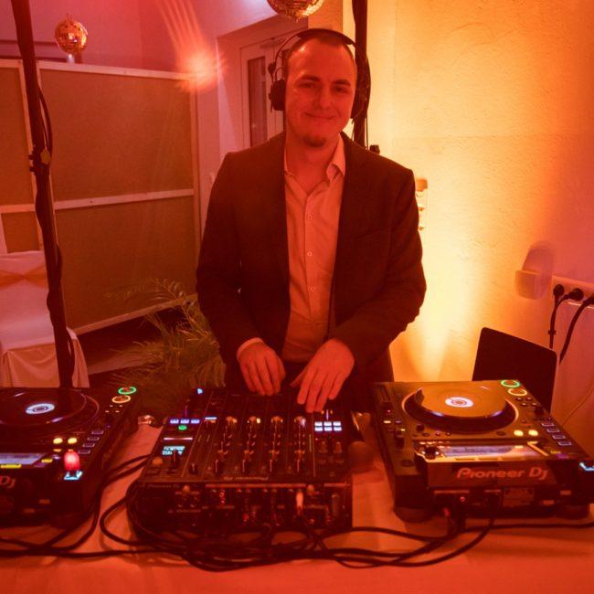 DJ Service - DJ Feer